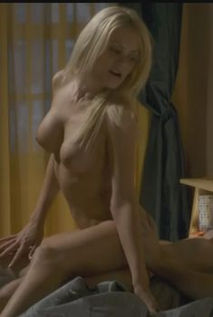 Голая Райли Стил в сериале «Руководство девушек в греховности», 2012