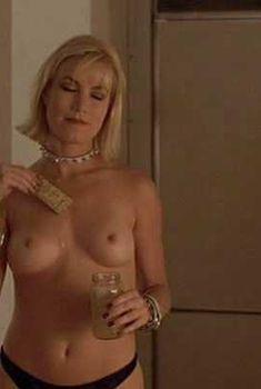 Голая Рена Риффел в фильме «Кэндимэн 3. День мертвых», 1999