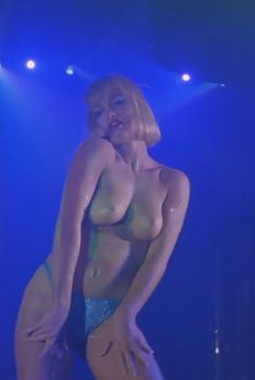 Голая Рена Риффел в фильме «Стриптиз», 1996
