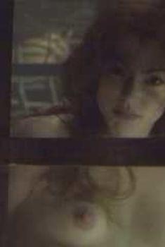 Голая грудь Рии Килстедт в фильме «Ужас из бездны», 2001