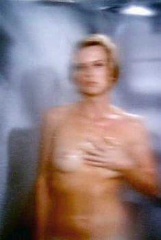 Голая Роберта Коллинз в фильме «Дом большой куклы», 1971