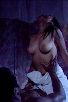 Голая Рода Джордан в фильме «Фабрика смерти», 2002