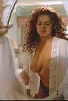 Голая Роза Блази в фильме «Норьега, любимец Бога», 2000