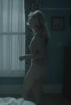 Голая Розамунд Пайк в сериале «Влюбленные женщины», 2011