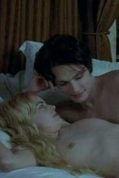 Полностью голая Роксана Мескида в фильме «Тайная любовница», 2007