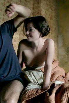Голая Роксана Мескида в сериале «Тринадцатый», 2011