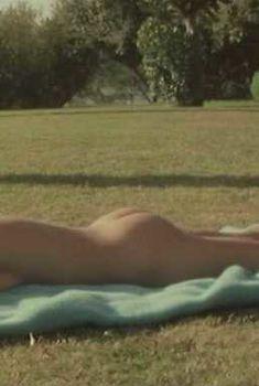 Голая Роми Шнайдер в фильме «Невинные сгрязными руками», 1975