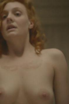 Голая Ромола Гарай в сериале «Багровый лепесток и белый», 2011