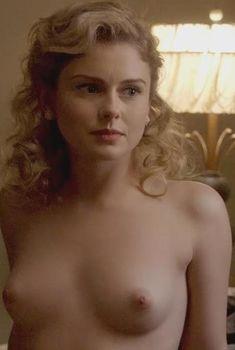 Голая Роуз МакАйвер в сериале «Мастера секса», 2013