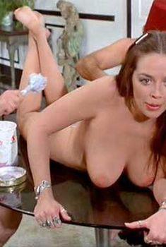 Голая Рэйвен Де Ла Круа в фильме «Счастливая проститутка едет в Вашингтон», 1977