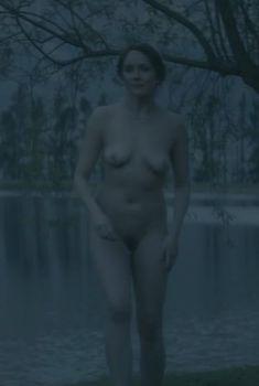 Голая Рэйчел Стирлинг в сериале «Влюбленные женщины», 2011