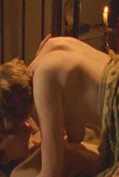 Голая Рэйчел Стирлинг в сериале «Бархатные ножки», 2002