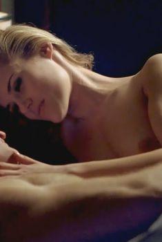 Голая Рэйчел Тейлор в фильме «Всё, кроме любви», 2012