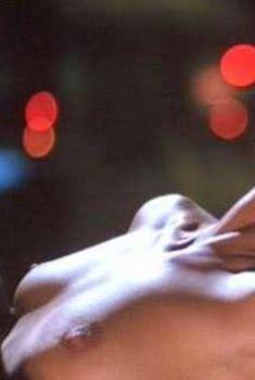 Голая Рэйчел Хантер в фильме «Суперпреступление», 1999