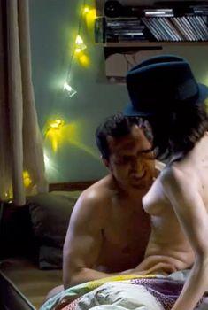 Голая Салли Хокинс в фильме «Цветок пустыни», 2009