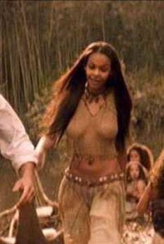 Саманта Мамба засветила грудь в фильме «Машина времени», 2002