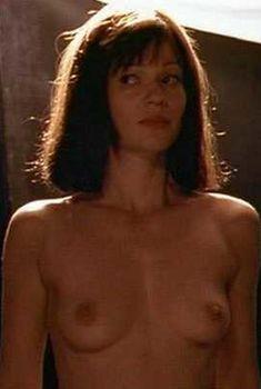 Голая Саманта Мэтис в фильме «Влечение», 2000