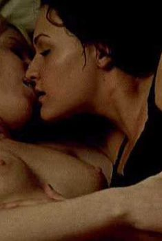 Голая Саманта Томас в фильме «Поворот не туда. Побег», 2008