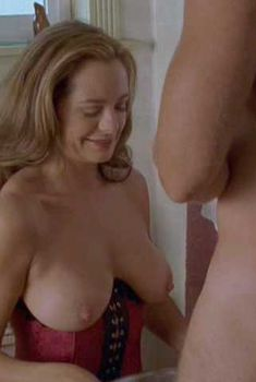 Голая Саманта Феррис в сериале «Ранчо», 2016