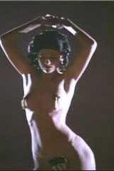 Голая Сандра Бернхард в фильме «Без тебя я – ничто», 1990
