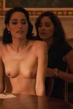 Голая Сандрин Холт в сериале «Секс в другом городе», 2004