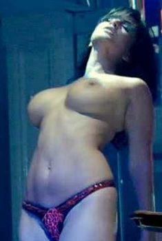 Голая Санни Леоне в фильме «Удар по девственности», 2010