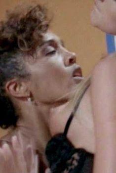 Голая Сара Джеймс в фильме «Секс, ложь и видео», 1989