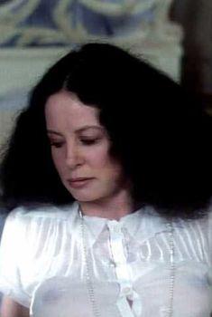 Красотка Сара Майлз засветила грудь под прозрачным нарядом в фильме «Вечный сон», 1978