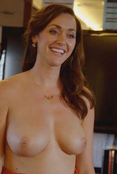 Голая Сара Пауэр в сериале «Блудливая Калифорния», 2007