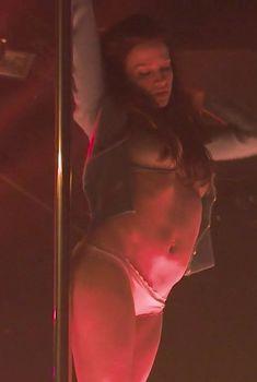 Голая Сара Хэй в сериале «Плоть и кости», 2015