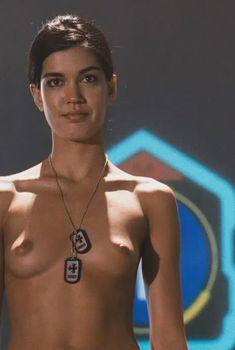Голая Сесиль Брешиа в фильме «Звездный десант 3. Мародер», 2008