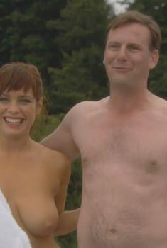 Голая Сиа Беркли в сериале «Молокососы», 2007