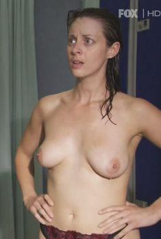 Голая Сиван Моррис в сериале «Молокососы», 2007