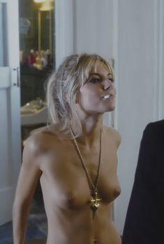 Голая Сиенна Миллер в фильме «Красавчик Алфи, или Чего хотят мужчины», 2004
