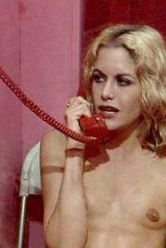 Голая Сизон Хабли в фильме «Жесткач», 1978