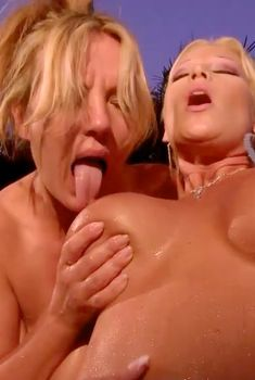 Синди Лукас снялась голой в порнушке Sexy Wives Sindrome, 2011