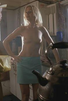 Голая Соня Саломяа в фильме «Дом мертвецов», 2003