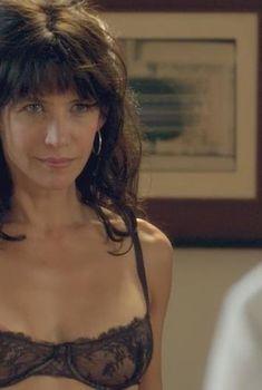 Софи Марсо засветила сосок в фильме «Хочешь или нет», 2014
