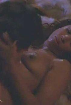 Голая Стейси Дэш в фильме «Нелегальный блюз», 1995