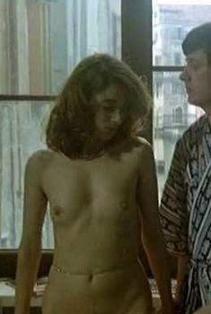 Красавица Стефания Казини снялась голой в фильме The Blood Stained Shadow, 1978
