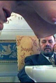 Голая Стефания Рокка в фильме «Отель», 2001