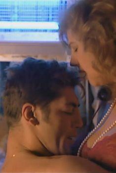 Голая Стефания Сандрелли в фильме «Ветчина, ветчина», 1992