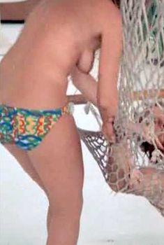 Голая Сьюзен Джордж в фильме «Тигровая акула», 1977