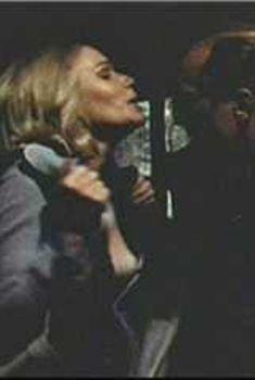 Голая Сэлли Келлермен в фильме «Военно-полевой госпиталь М.Э.Ш.», 1969