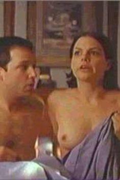 Голая Сюзанн Крайер в фильме «Друзья и любовники», 1999
