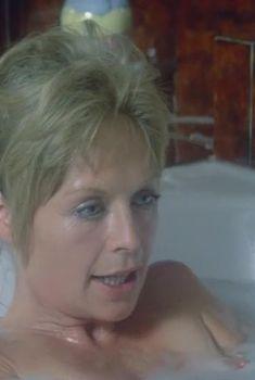 Голый сосок Сюзанны Йорк в фильме «Золото», 1974