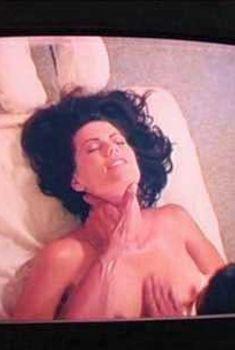Кадры с голой Тамарой Дейвис в сериале «Счастливый конец», 2011
