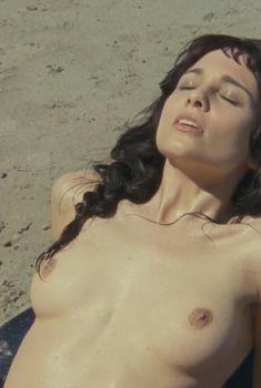 Голая Таппенс Мидлтон в фильме «Ловушка для Золушки», 2011