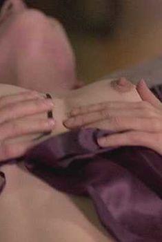 Голая Тара Фитцджеральд в фильме «Проклятое место», 2006