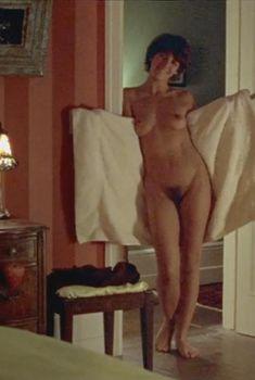 Голая грудь Теа Гилл в сериале «Близкие друзья», 2000